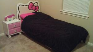 geek mom,parenting,cute,adorable,Hello Kitty,bed,nightstand,love